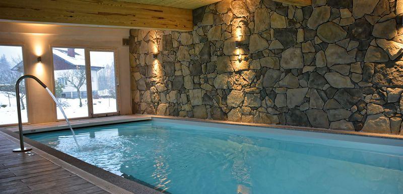 piscine de l'hotel les reflets du lac à Gérardmer